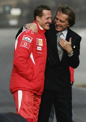 Michael Schumacher e Luca di Montezemolo em foto de 2006, último ano do alemão na escuderia (Foto: Getty Images)