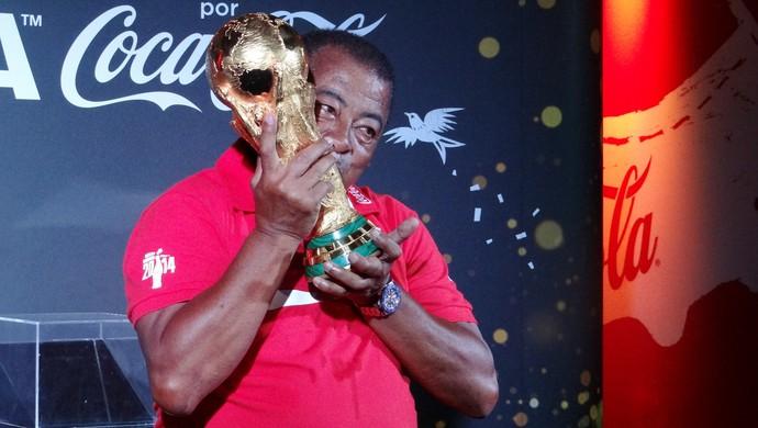 Tour da taça da Copa do Mundo, em Maceió (Foto: Paulo Victor Malta/Globoesporte.com)