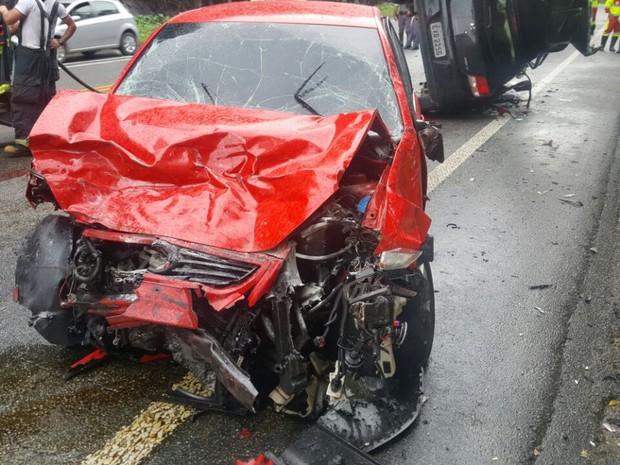 Acidente aconteceu na manhã desta quarta-feira (Foto: G1)