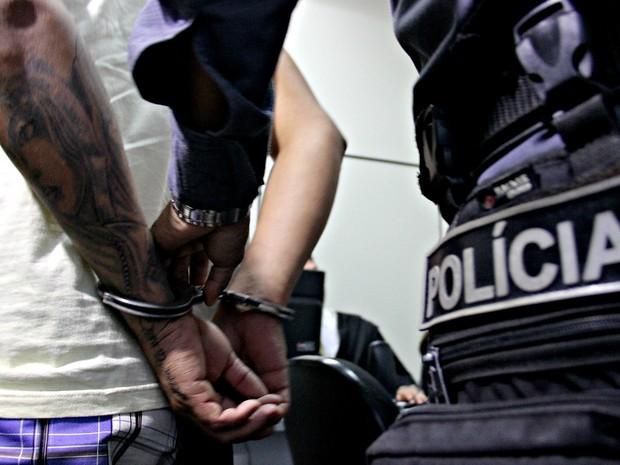 Suspeito já tinha passagens pela polícia pelo mesmo crime e juíz decidiu pela prisão preventiva  (Foto: Ísis Capistrano/ G1 AM)