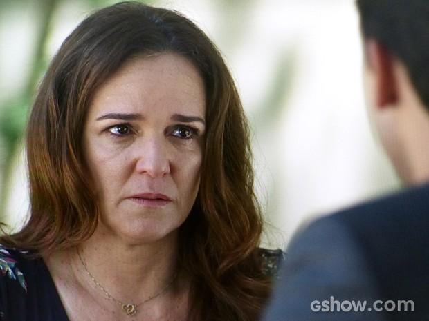 Neide reconhece os erros que cometeu (Foto: Amor à Vida/TV Globo)