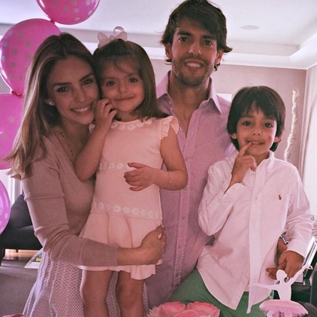 Carol Celico com Kaká e os filhos (Foto: Reprodução/Instagram)