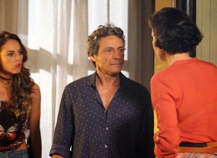 Bento invade casa de Felipe e deixa Melissa assustada