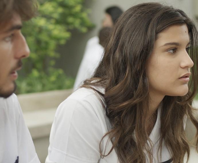 Lívia fica decepcionada com Roger (Foto: TV Globo)