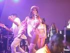 Anitta abusa da sensualidade em ensaio de carnaval no Rio