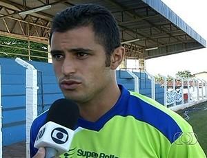 Alekito, atacante do Goianésia (Foto: Reprodução/TV Anhanguera)