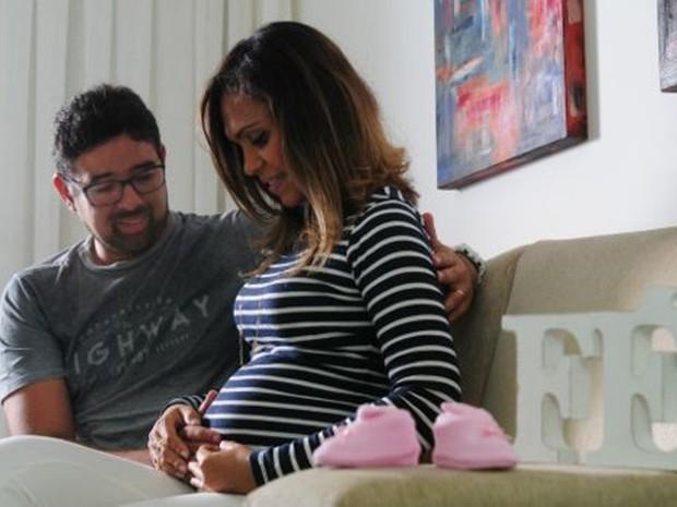Norma e Alexandre decidiram continuar com os planos de gravidez, mesmo sob a ameaça da zika (Foto: Paulo Paiva/BBC)