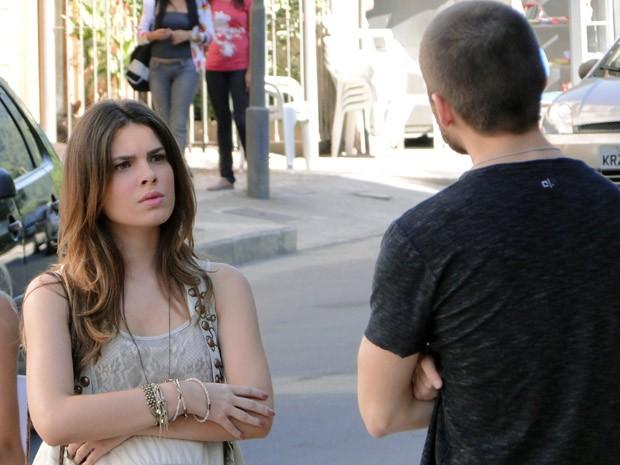 Cristal fica pasma ao ver Tomás no posto (Foto: Malhação / Tv Globo)