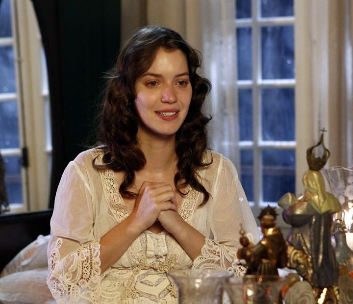 Nathalia Dill em cena como a jovem Anastácia, mãe de Candinho (Sergio Guizé) em 'Êta Mundo Bom!' (Foto: Inácio Moraes/Gshow)