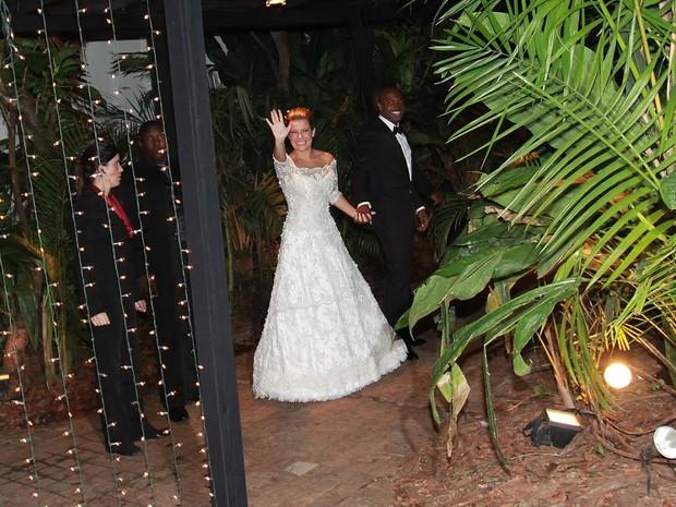 Fernanda Souza e  Thiaguinho na festa de casamento (Foto: Celso Tavares/EGO)