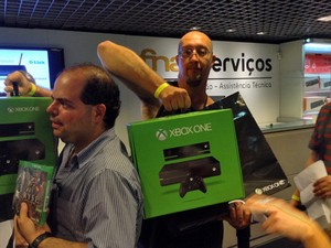 Eraldo Lima da Silva, de 38 anos, era o segundo na fila do Xbox One na Fnac (Foto: Bruno Araujo/G1)