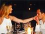 Luciano Camargo pede a mulher, Flávia, em casamento de novo