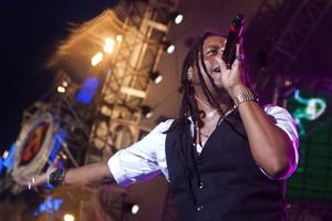 O vocalista da banda Papas da Lingua, Sérginho Moah, durante show no Planeta Atlântida 2012 (Foto: Jefferson Bernardes/Preview.com)