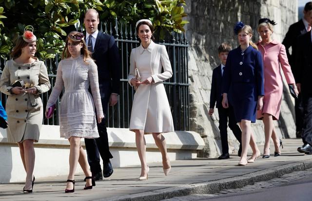 Família real britânica chega à missa de Páscoa na catedral St. George (Foto: Getty Images)