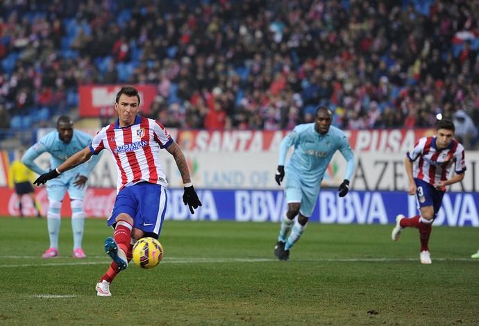 Mandzukic Atlético de Madrid x Granada (Foto: Getty Images)