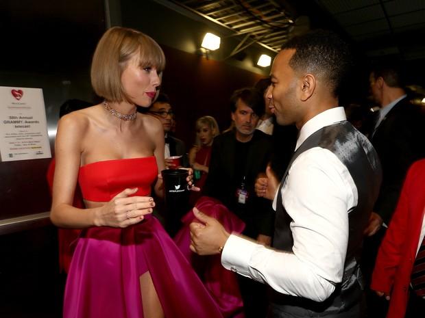 Taylor Swift e John Legend no Grammy, em Los Angeles, nos Estados Unidos (Foto: Christopher Polk/ Getty Images/ AFP)