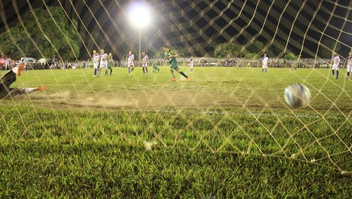 De pênalti, Davi Ceará marcou o gol do título para o Gurupi (Foto: Vilma Nascimento/GloboEsporte.com)