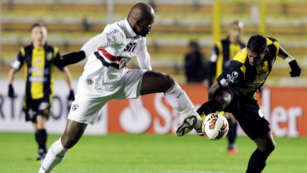 Edson, Strongest x São Paulo (Foto: Reuters)