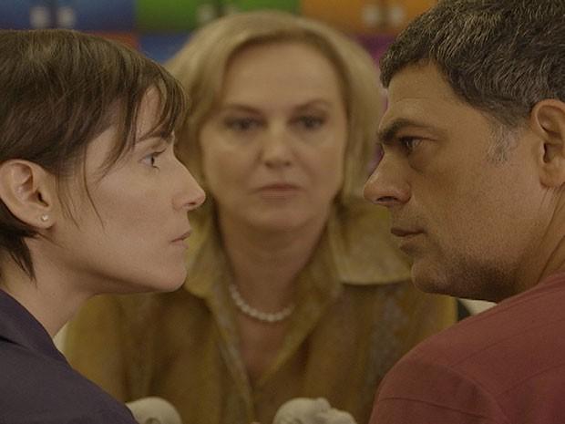 Maus exemplos?! Léo e Giovana fazem teste para ver quem é mais briguento (Foto: Louco Por Elas / TV Globo)