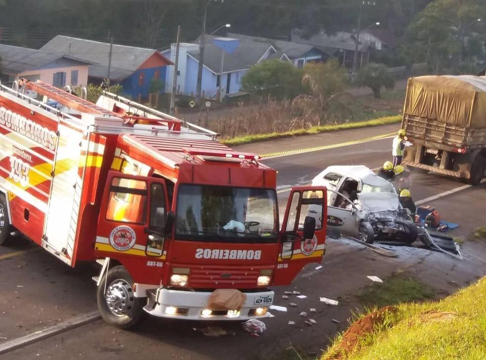 Bombeiros atenderam a ocorrência na manhã desta segunda (26) (Foto: Bombeiros/Divulgação)