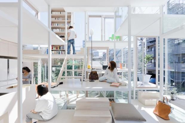 Radical. Desenhada para um jovem casal, esta casa em Tóquio, projeto de Sou Fujimoto, redefine o conceito de privacidade com espaços conectados que remetem à ideia de viver em uma árvore (Foto: Iwan Baan Sou Fujimoto / Divulgação)