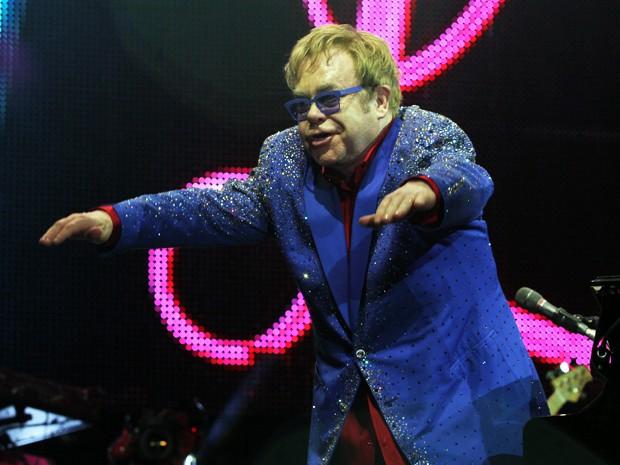 Elton John revencia o público em Belo Horizonte (Foto: Mateus Baranowski/G1)