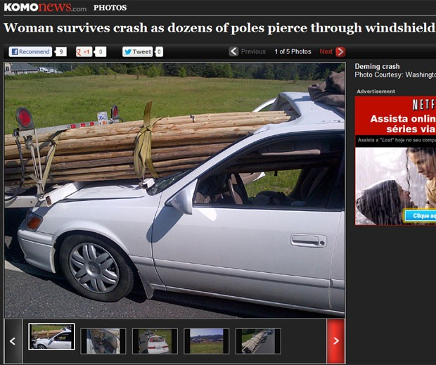 Estacas de madeira atravessaram o vidro do carro que a mulher dirigia  (Foto: Reprodução)