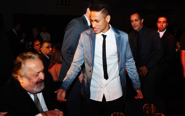 Neymar e Luis Alvaro de Oliveira Ribeiro (Foto: Marcos Ribolli / globoesporte.com)