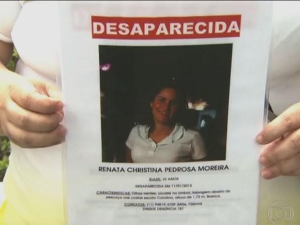 Companheira mostra foto de Renata, que está desaparecida (Foto: TV Globo/Reprodução)