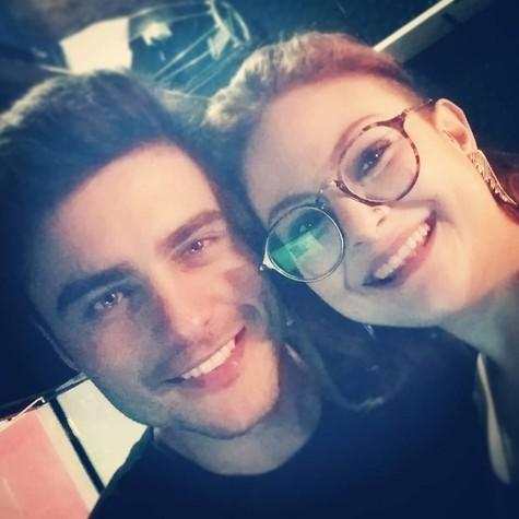 """Guilherme Leican e Raquel Fabbri nos bastidores de """"Sociedade psi"""" (Foto: reprodução / Instagram)"""