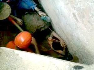 homem soterramento soterrado Bairro Tropical Itaúna MG (Foto: Corpo de Bombeiros/Divulgação)