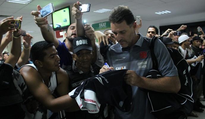 Carlos Germano sendo recepcionado em Teresina (Foto: Wenner Tito )