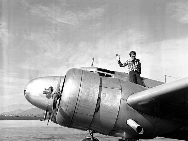 Amelia Earhart da Electra, em 10 de março de 1937, antes de decolar de Los Angeles. (Foto: Arquivo / AP Photo)