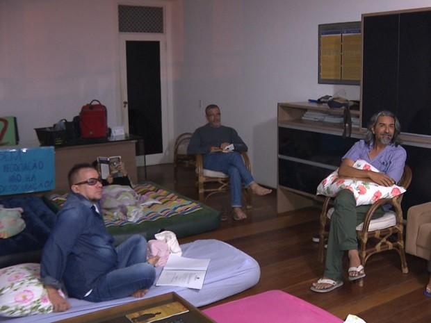 Professores dormiram na reitoria e pedem negociação com o reitor (Foto: Reprodução/TV Paraíba)