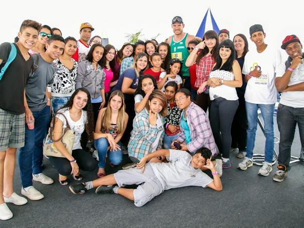 Jovens atendidos por projetos apoiados pelo Criança Esperança assistem a jogos do Circuito Mundial de Vôlei de Praia (Foto: Divulgação)