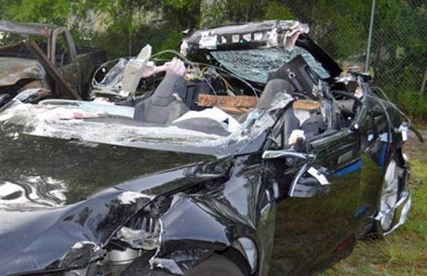 Tesla Model S após acidente que matou o motorista, na Flórida (Foto: Divulgação/NTSB)