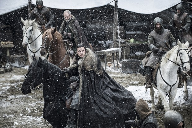Após estreia da segunda temporada no domingo, HBO digulga fotos do novo episódio de Game of Thrones (Foto: Helen Sloan)