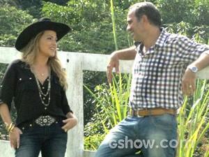 Marido de Helena garante que é 'escandalosamente fiel' (Foto: Em Família/TV Globo)