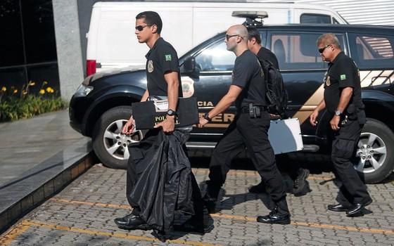 Policiais federais durante operação  Carne fraca (Foto:  Marcos Alves / Agência O Globo)