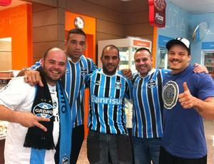 O lutador Fabrício Werdum e seus amigos antes do jogo do Grêmio (Foto: Reprodução/Twitter)