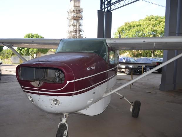 Avião doado à prefeitura de Macapá em 2009 está sem motor (Foto: Abinoan Santiago/G1)