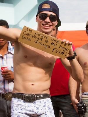 Jovem de Araraquara aposta na plaquinha para se dar bem na avenida (Foto: Alfredo Risk/G1)
