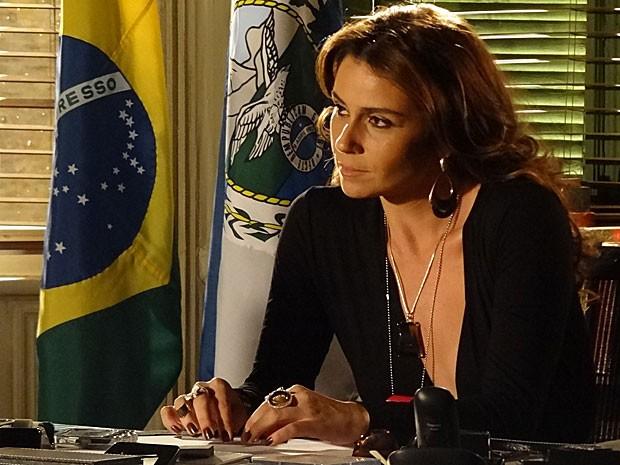 Helô tem lá suas desconfianças de Lívia (Foto: Salve Jorge/TV Globo)