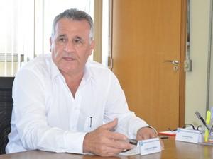 Claudemir Torina afirma que racionamento vai continuar mesmo com a importação de água (Foto: Claudia Assencio/G1)