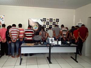 """Grupo foi apelidado de """"gangue do guarda-sol"""" por usar o objeto para burlar câmeras, diz polícia. (Foto: Maressa Mendonça/ G1 MS)"""