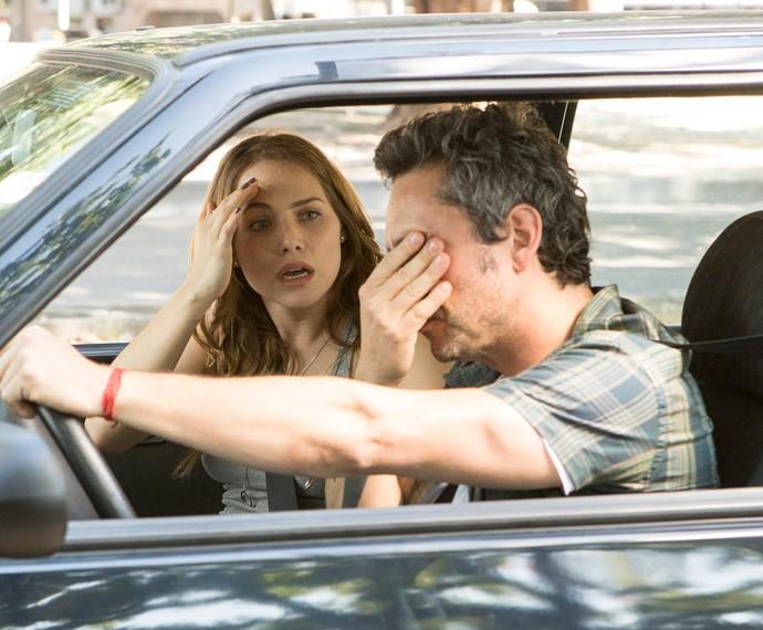 Na cena, a dupla sofrerá um acidente de carro (Foto: Felipe Monteiro / Gshow)