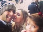 Kaká e Carol Celico curtem domingo em família