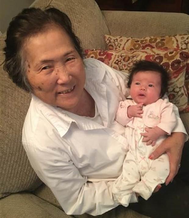 Setsuko e a neta Sadie (Foto: Reprodução Facebook)