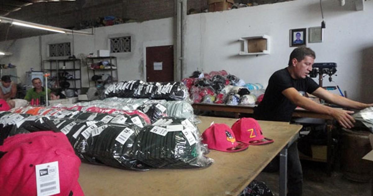 873d68b3b5940 G1 - Polícia apreende mais de 2.800 bonés falsificados em fábrica em Caicó