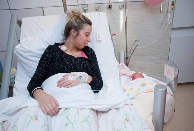 Nesta maternidade, na Holanda, o bebê fica bem pertinho da mãe com o berço acoplado (Foto: Divulgação)